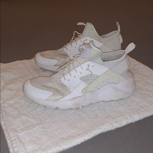 Men's 11.5 Nike Huaraches (White)